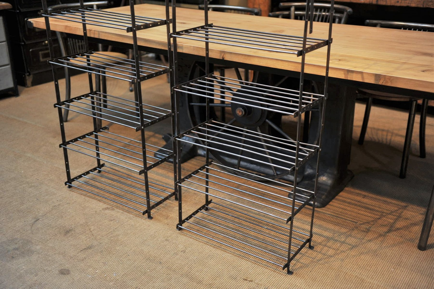 vintage industrie regal aus metall 1950er bei pamono kaufen. Black Bedroom Furniture Sets. Home Design Ideas