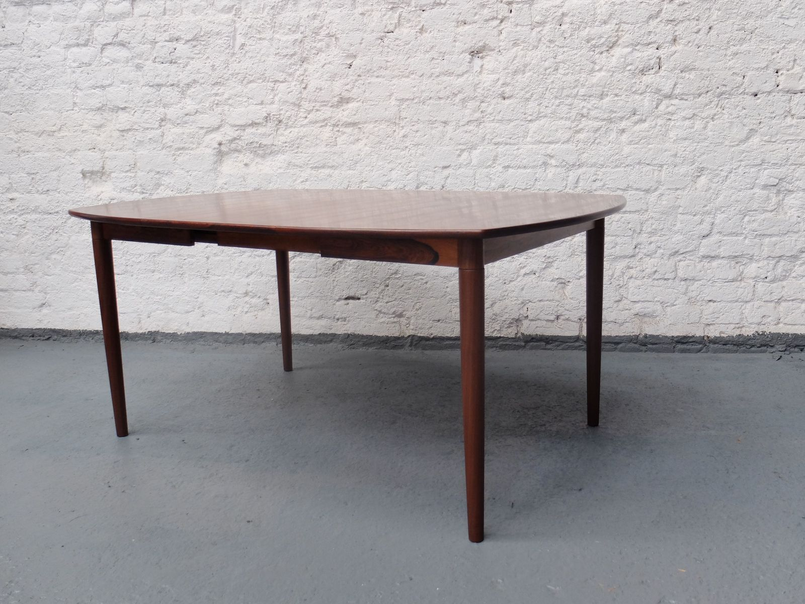 Mid Century Danish Rosewood Extendable Dining Table for sale at Pamono