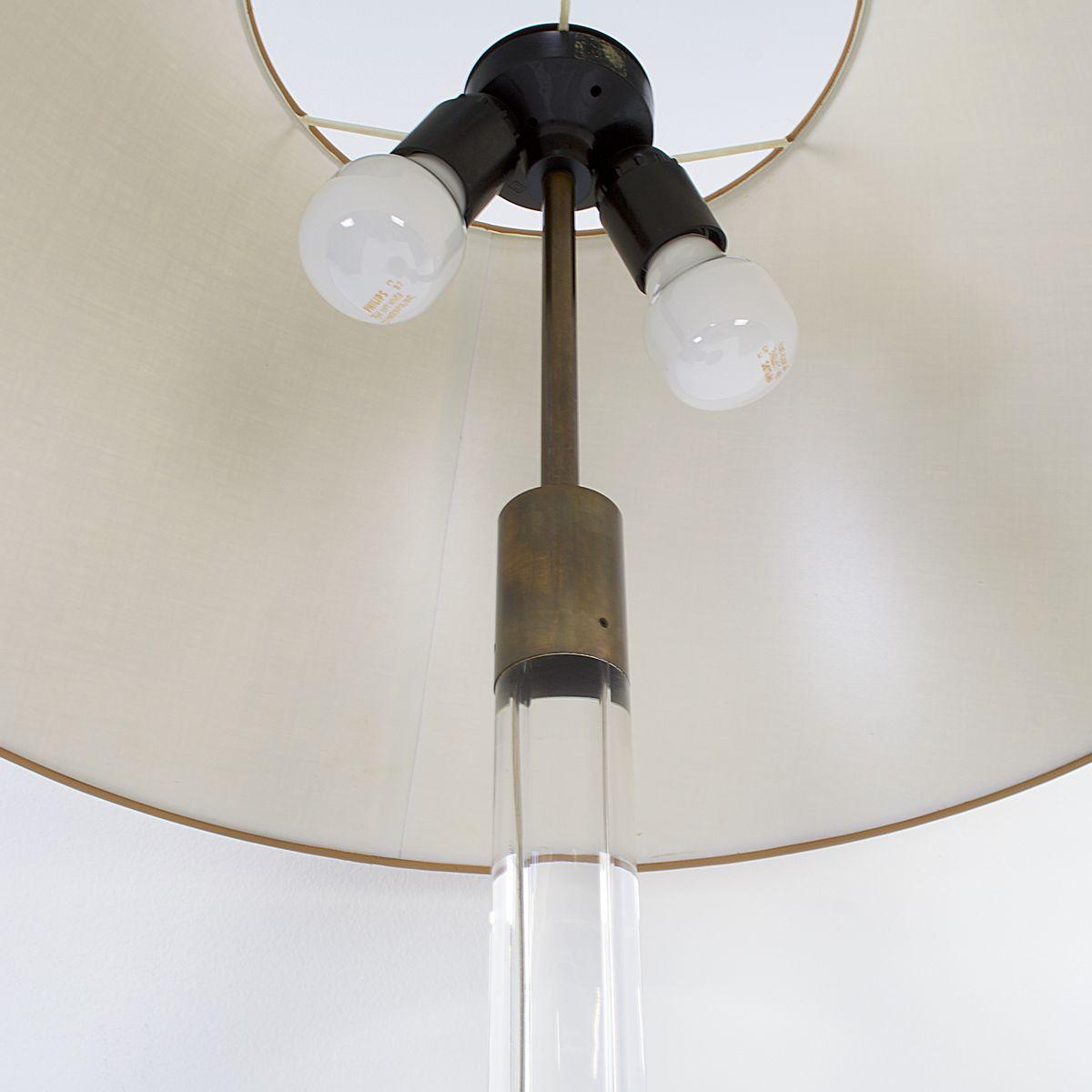 vintage tischlampe mit schirm und zweifacher fassung bei pamono kaufen. Black Bedroom Furniture Sets. Home Design Ideas