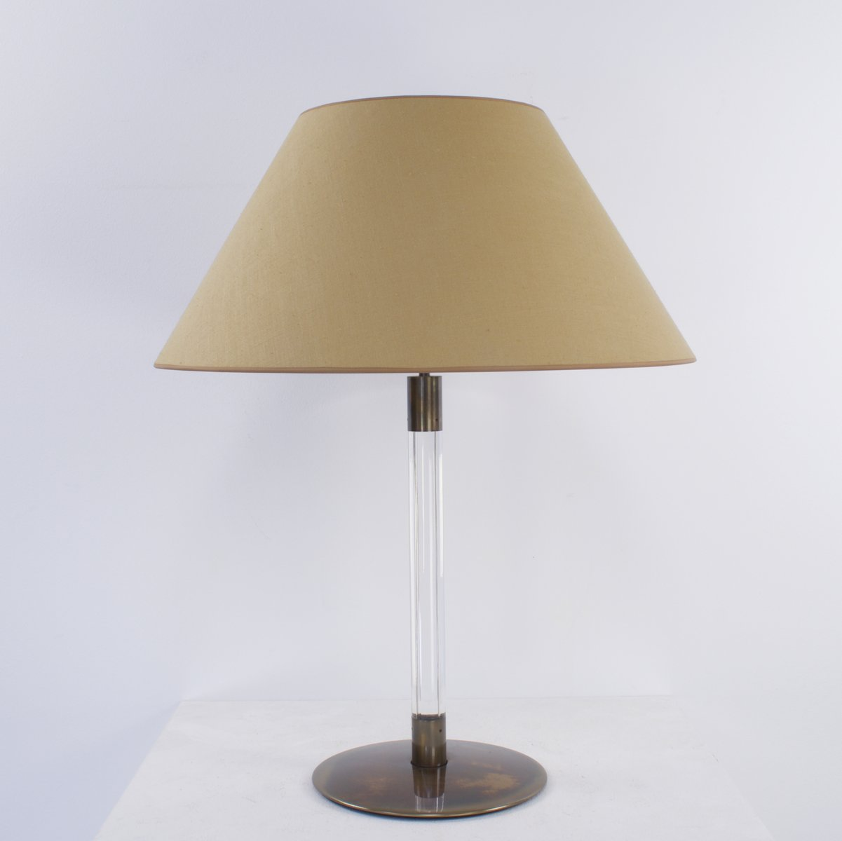 vintage tischlampe mit schirm und zweifacher fassung bei. Black Bedroom Furniture Sets. Home Design Ideas