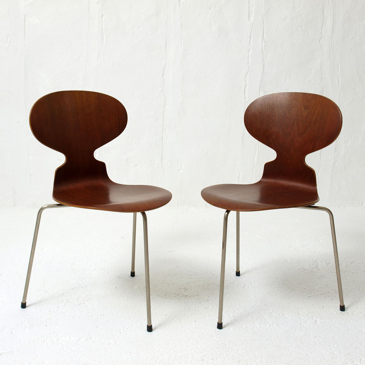 mid century 3100 ant chairs by arne jacobsen for fritz hansen set of 2 for sale at pamono. Black Bedroom Furniture Sets. Home Design Ideas
