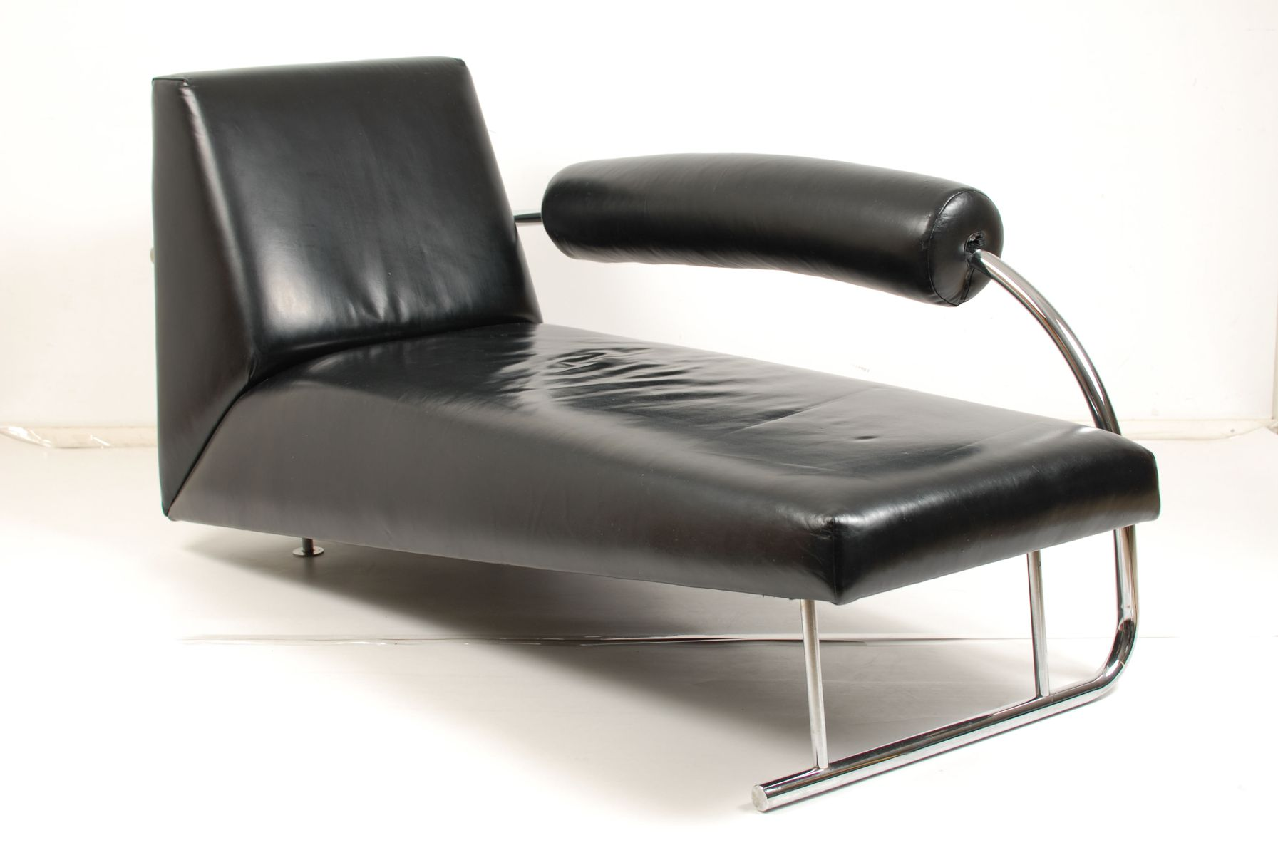 Karel doorman chaise lounge by rob eckhardt for dutch for Chaise longue nl
