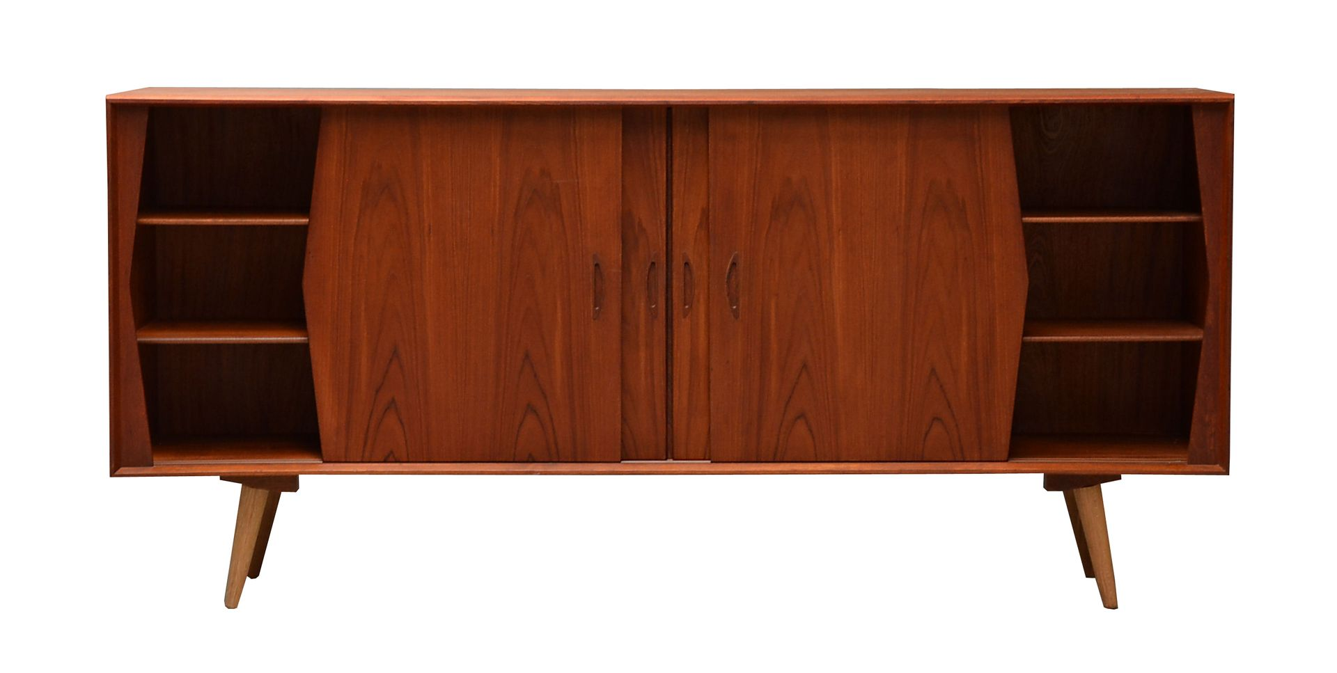 hohes d nisches teak sideboard 1960er bei pamono kaufen. Black Bedroom Furniture Sets. Home Design Ideas