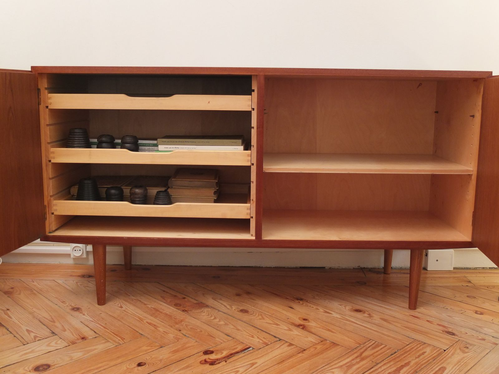 d nisches sideboard aus teakholz von poul hundevad 1960er. Black Bedroom Furniture Sets. Home Design Ideas