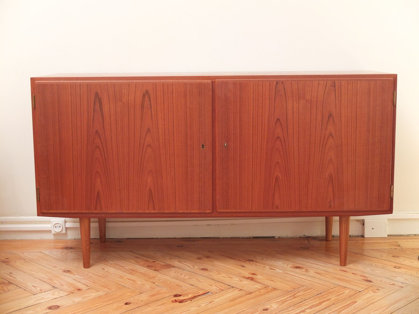 d nisches sideboard aus teakholz von poul hundevad 1960er bei pamono kaufen. Black Bedroom Furniture Sets. Home Design Ideas