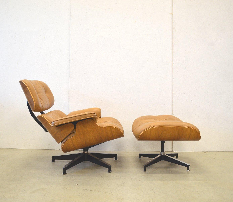 nussbaum lounge stuhl mit fu hocker von charles ray. Black Bedroom Furniture Sets. Home Design Ideas
