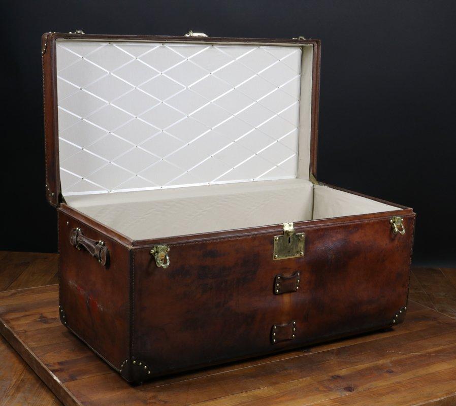 coffre en cuir de goyard france 1920s en vente sur pamono. Black Bedroom Furniture Sets. Home Design Ideas