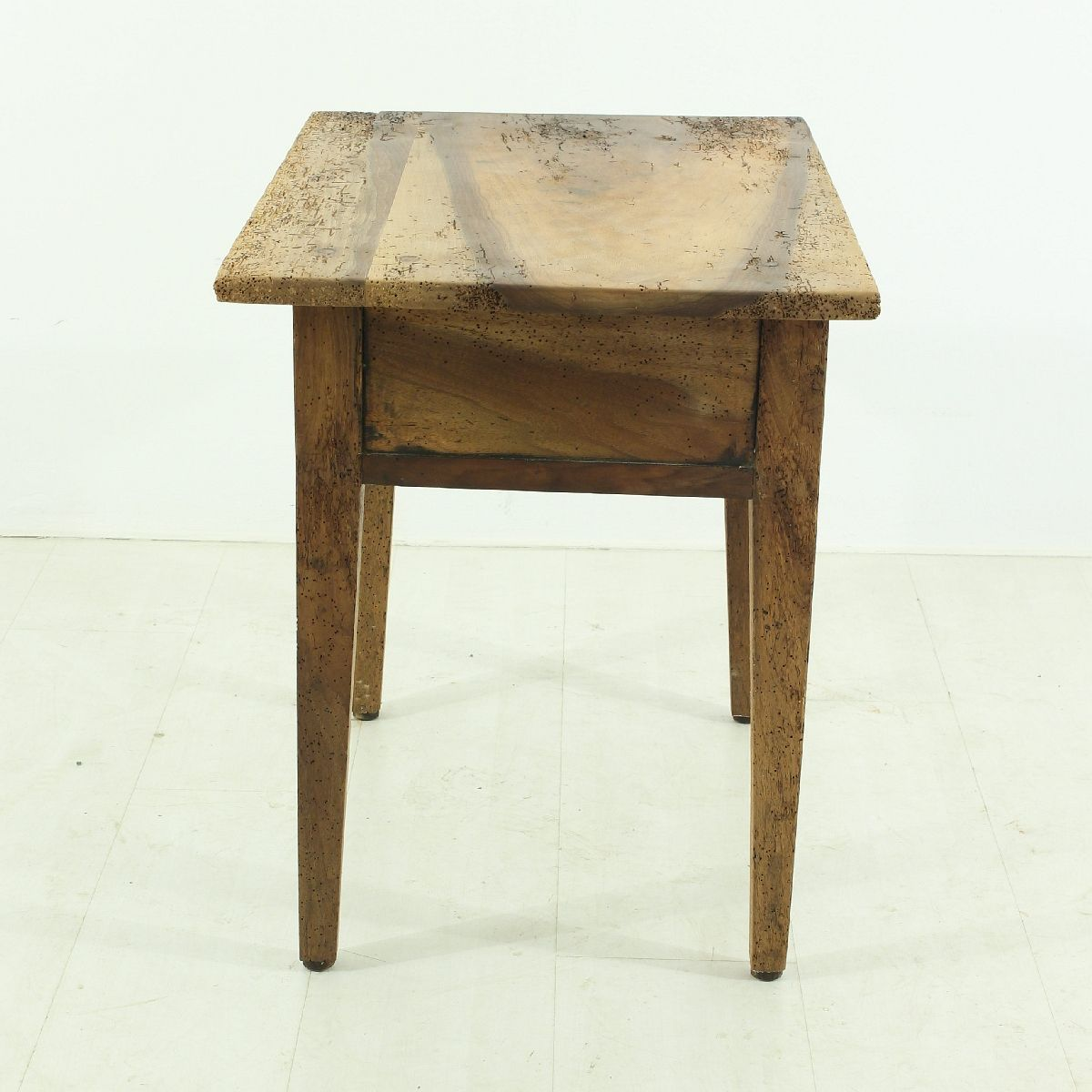 antik nussbaum beistelltisch bei pamono kaufen. Black Bedroom Furniture Sets. Home Design Ideas