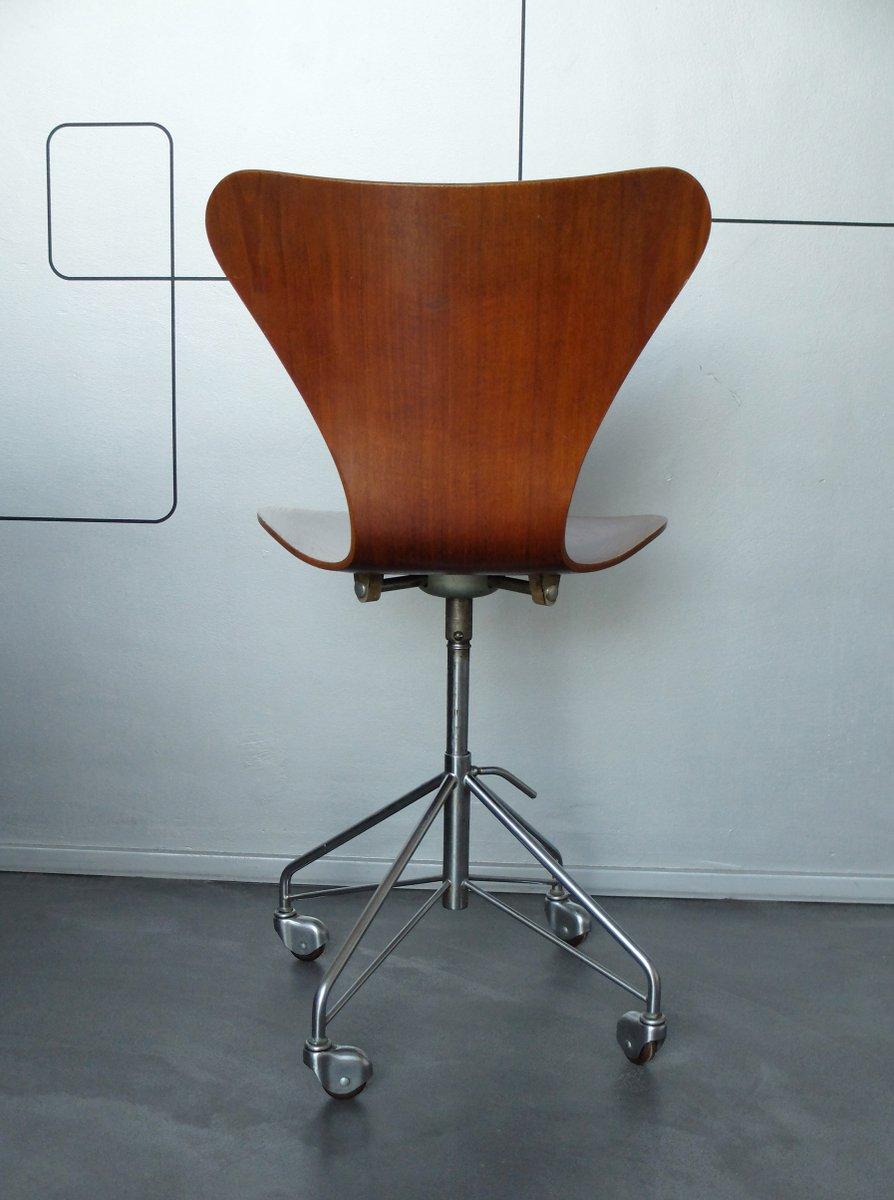 3117 teak drehst hle von arne jacobsen f r fritz hansen. Black Bedroom Furniture Sets. Home Design Ideas