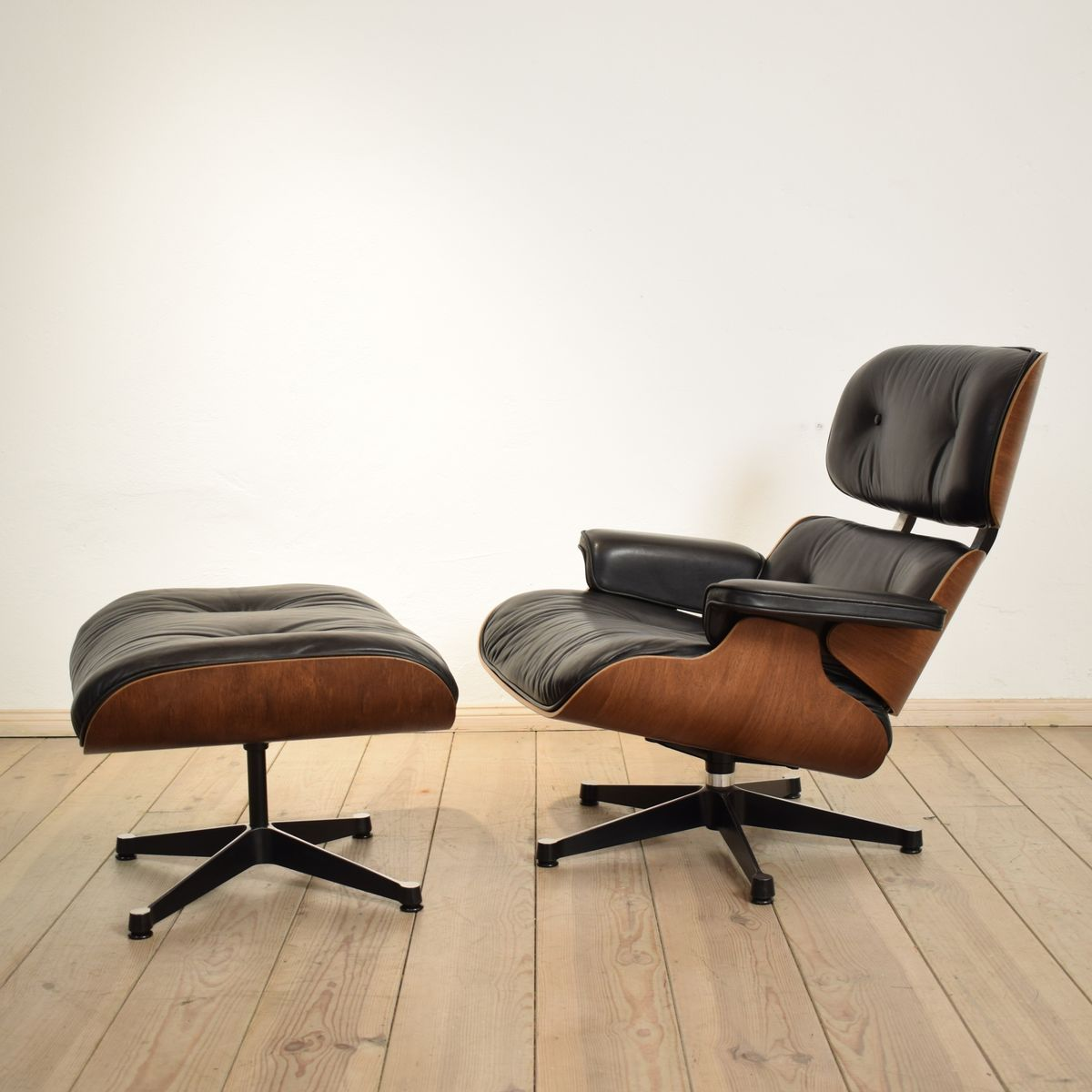 vintage sessel und ottoman von charles eames f r vitra bei pamono kaufen. Black Bedroom Furniture Sets. Home Design Ideas