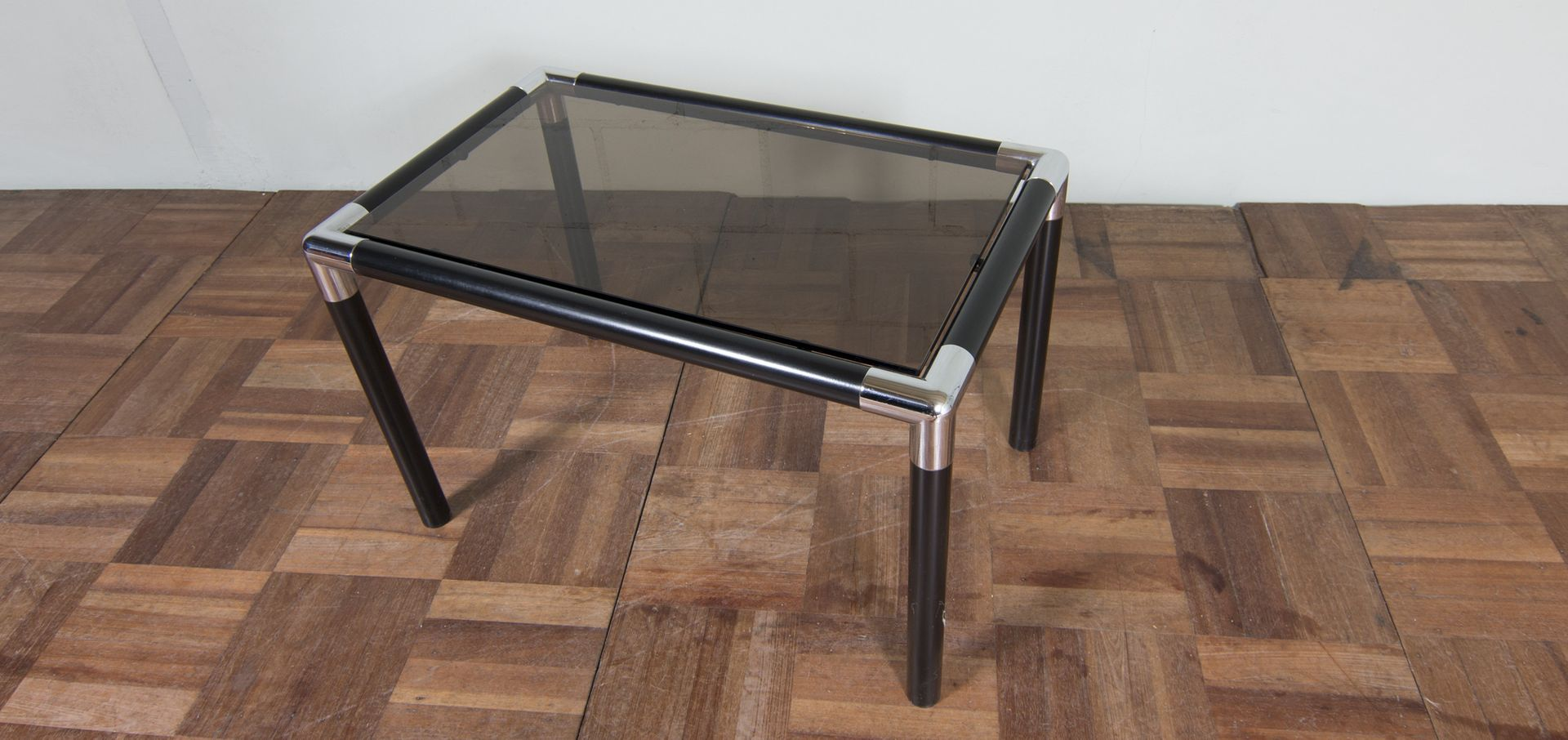 vintage beistelltisch aus verchromtem stahl rauchglas. Black Bedroom Furniture Sets. Home Design Ideas