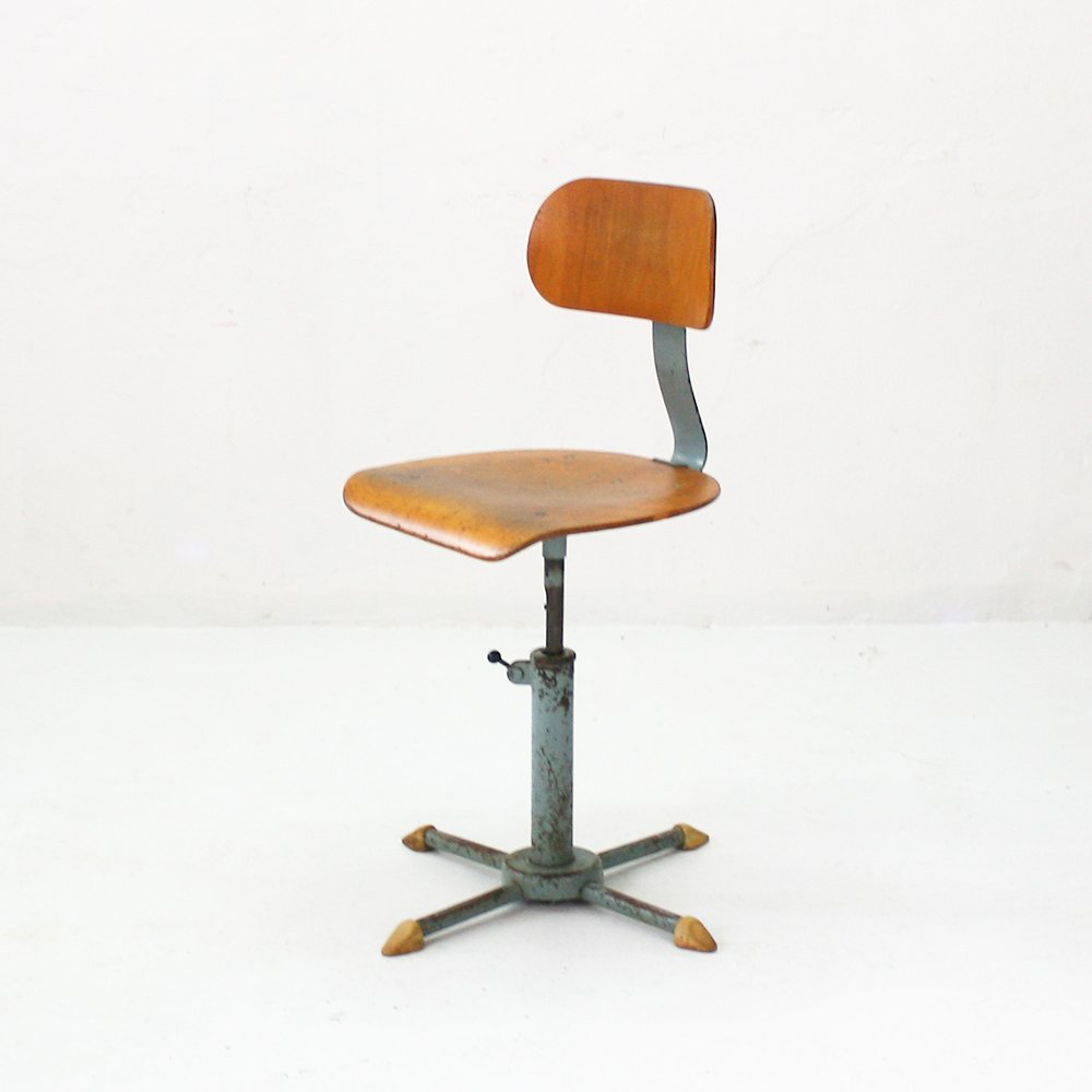 industrieller h henverstellbarer vintage stuhl bei pamono. Black Bedroom Furniture Sets. Home Design Ideas