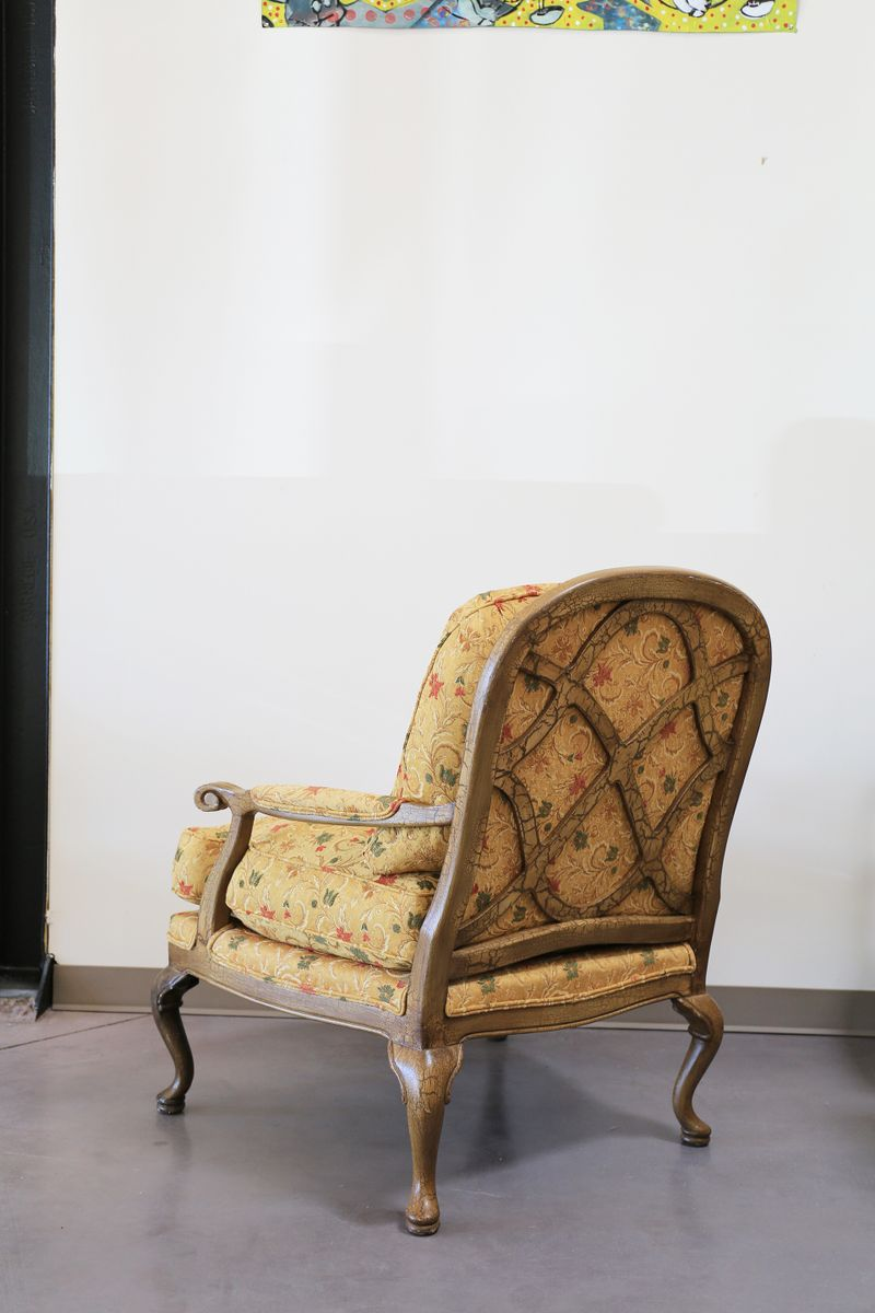 Vintage queen anne style oversized armchair for sale at pamono for Oversized armchairs for sale