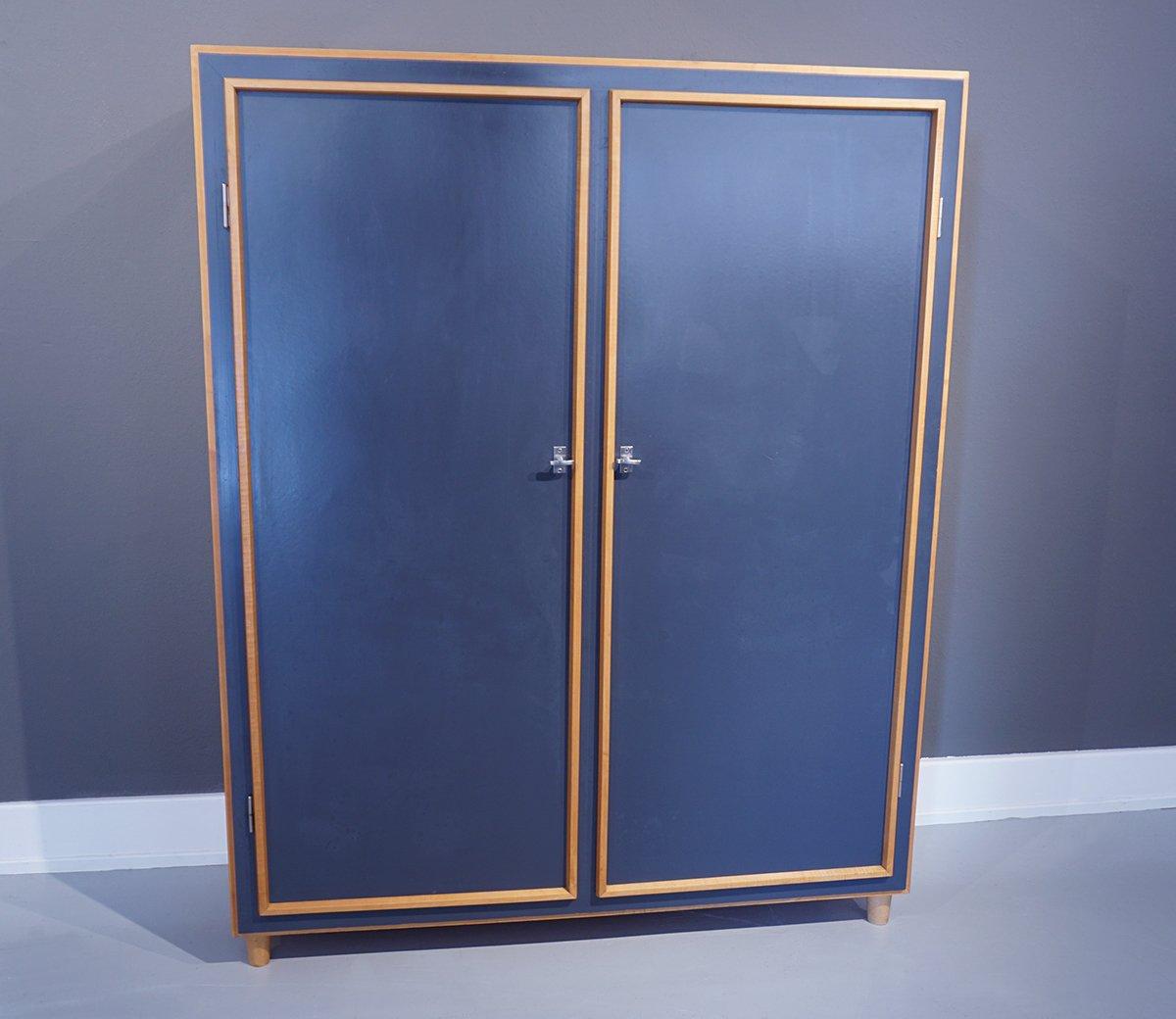 vintage pavatex kleiderschrank mit ausziehbarer kleiderstange von willy guhl bei pamono kaufen. Black Bedroom Furniture Sets. Home Design Ideas