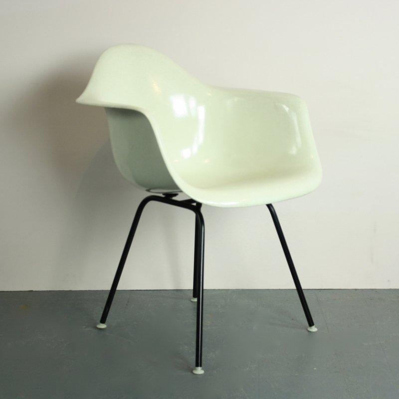 vintage stuhl in gebrochenem wei von charles eames f r. Black Bedroom Furniture Sets. Home Design Ideas