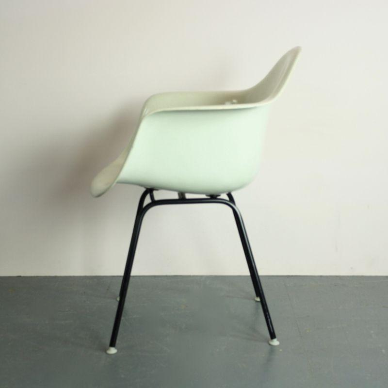 vintage stuhl in gebrochenem wei von charles eames f r herman miller bei pamono kaufen. Black Bedroom Furniture Sets. Home Design Ideas