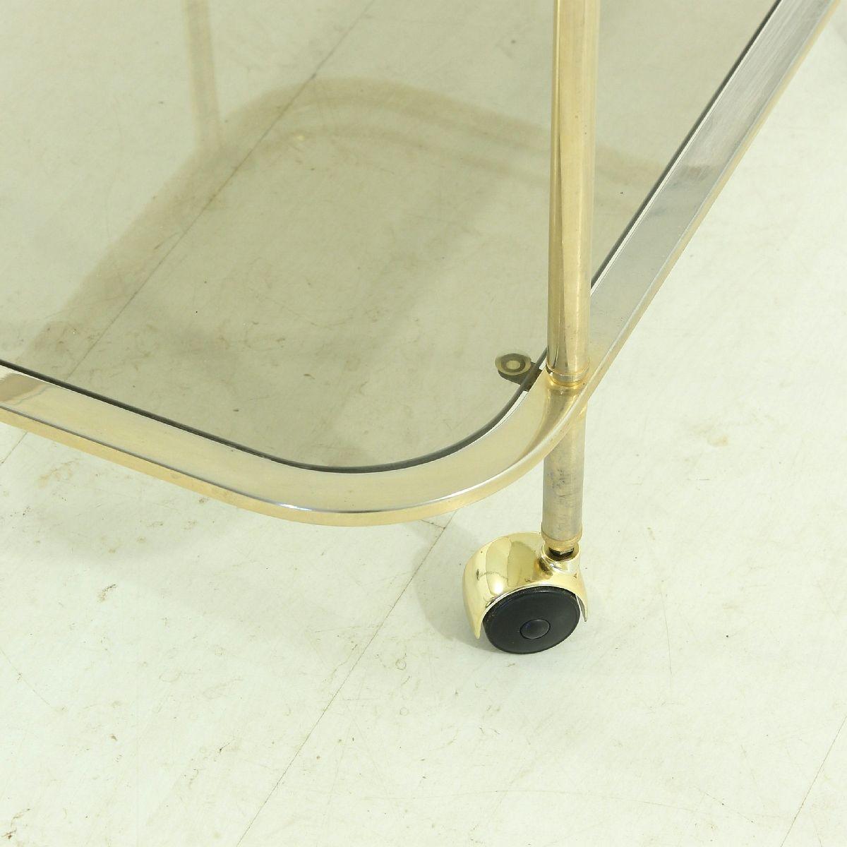 vintage messing rauchglas servierwagen bei pamono kaufen. Black Bedroom Furniture Sets. Home Design Ideas