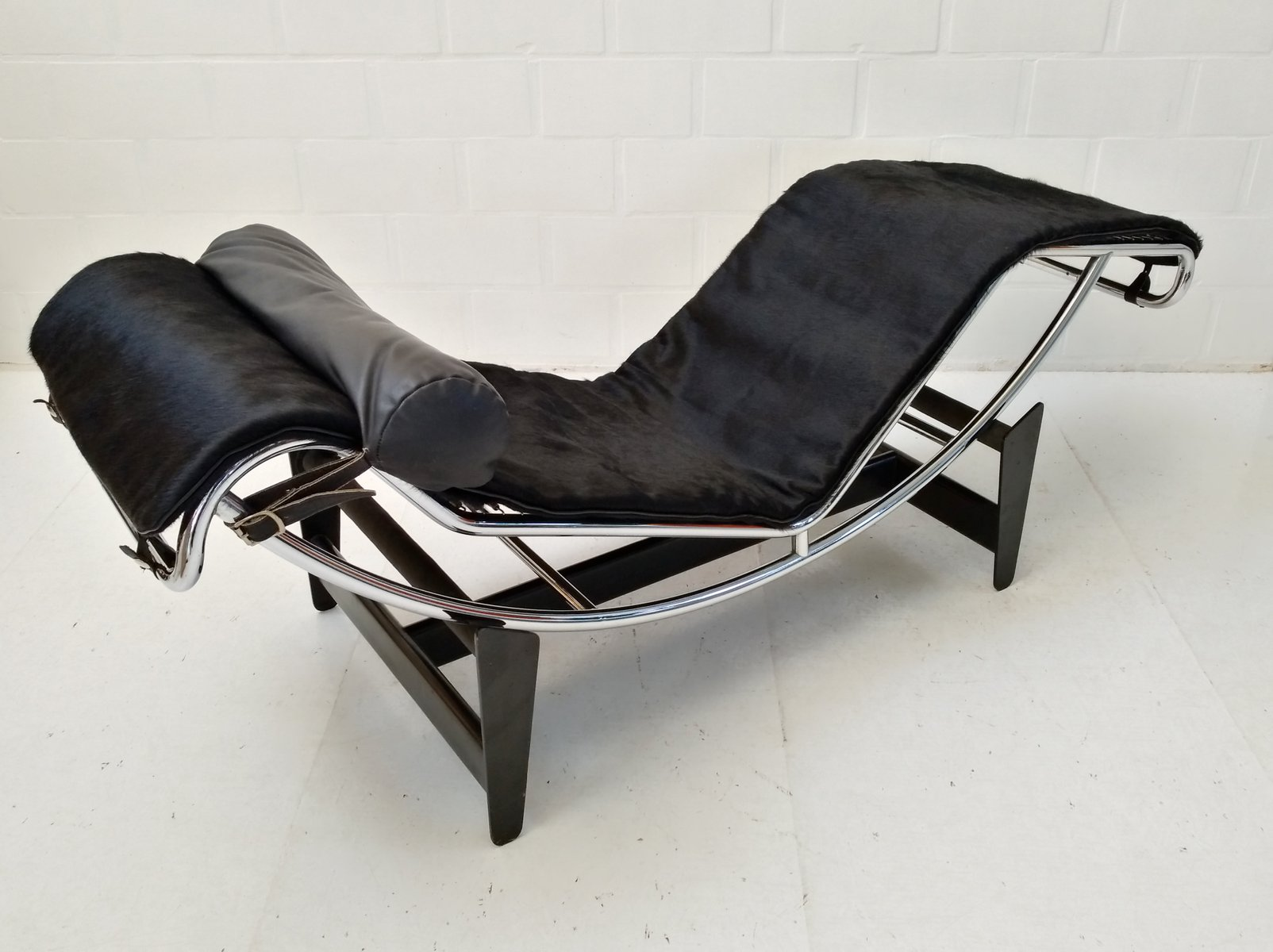Early lc4 chaise longue by le corbusier perriand for Chaise corbusier