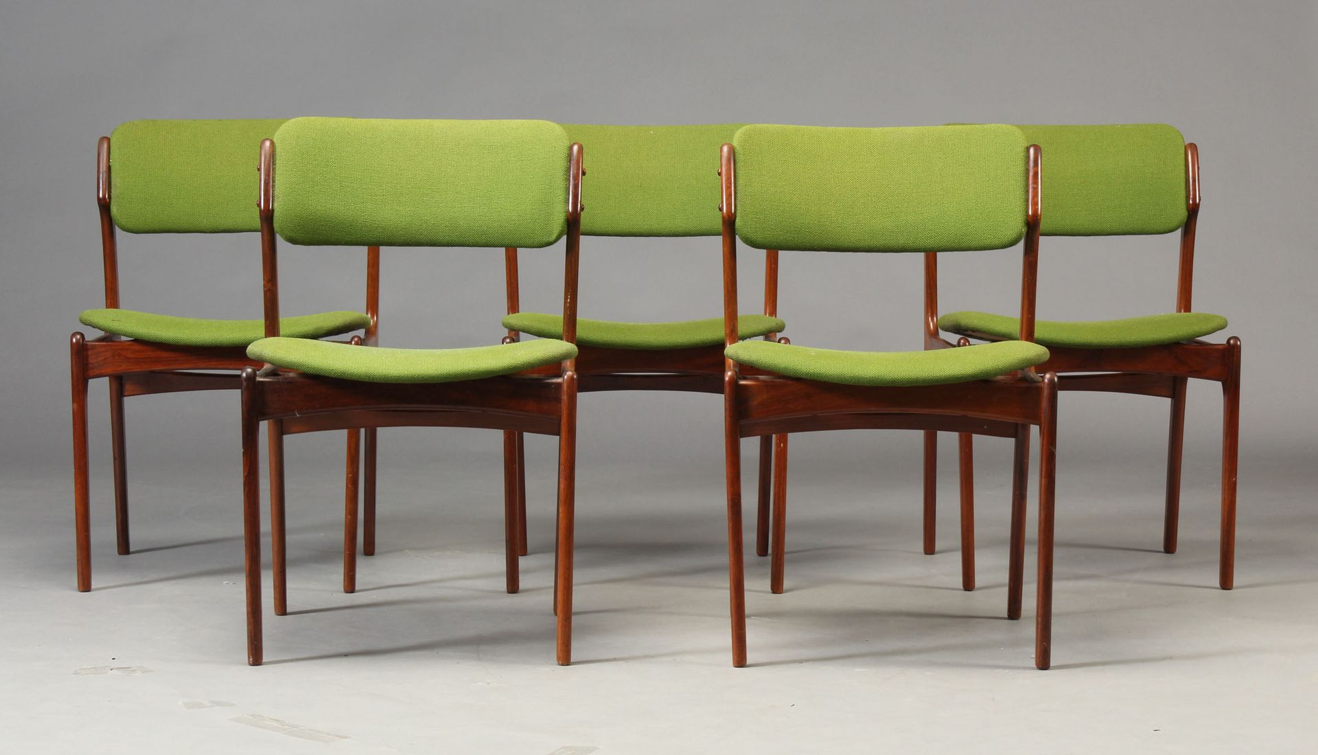 Chaise de salle manger mod le 49 en palissandre par erik for Modele de chaise en bois pour salle a manger