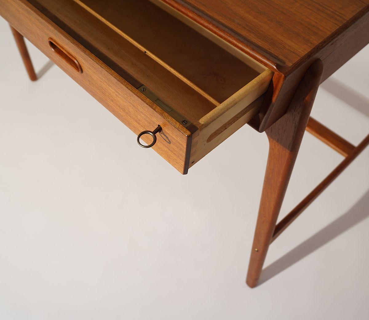mid century modell 200 schreibtisch von svend aage madsen f r sigurd hansen bei pamono kaufen. Black Bedroom Furniture Sets. Home Design Ideas