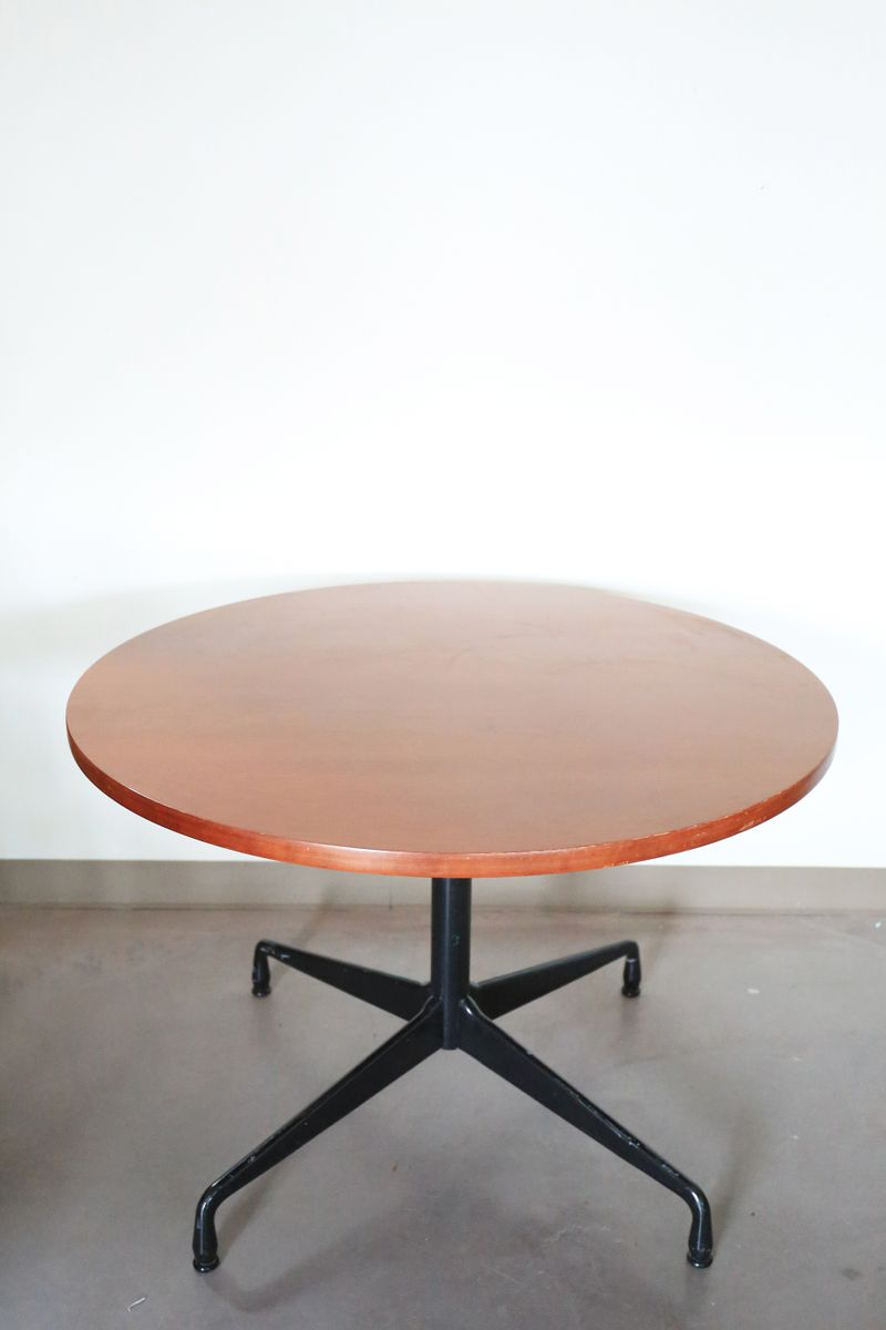 Vintage round table by charles and ray eames for herman for Table charles eames