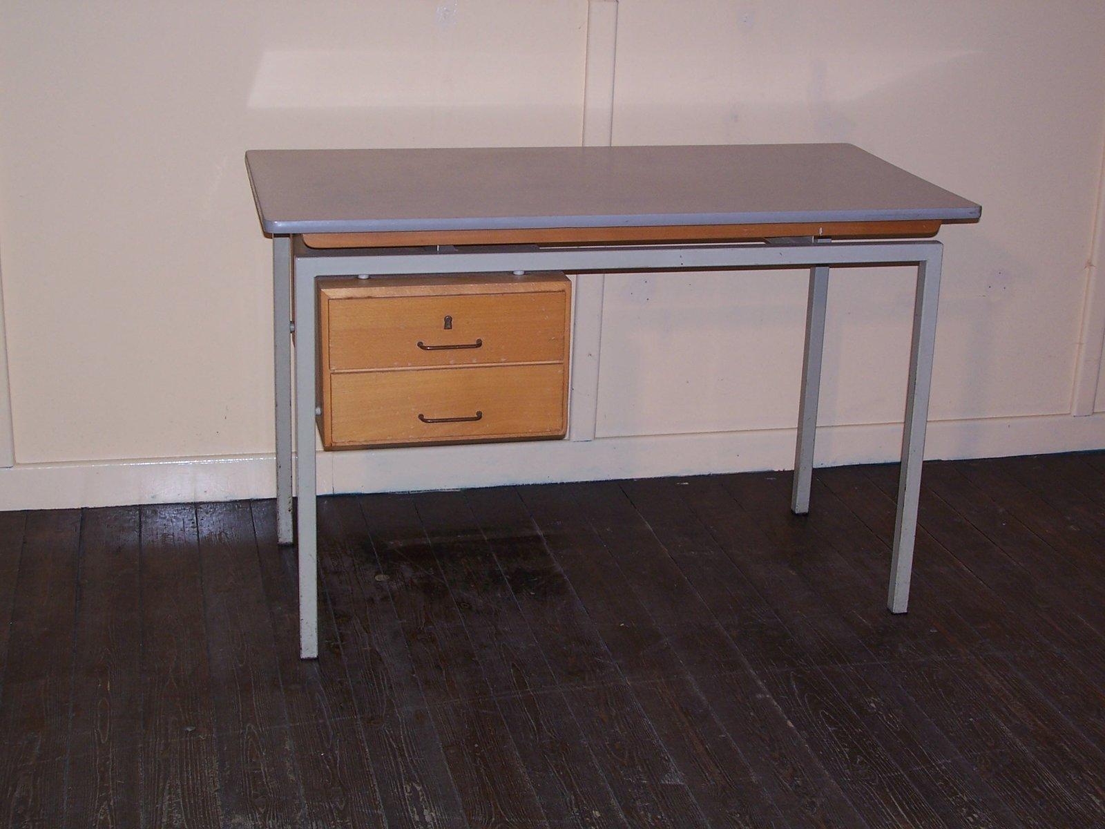 Vintage schreibtisch mit formica tischplatte und for Schreibtisch holz mit schubladen