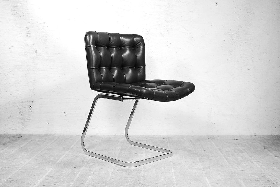 Italian bauhaus button quilted black leather chairs 1950s for Bauhaus italia