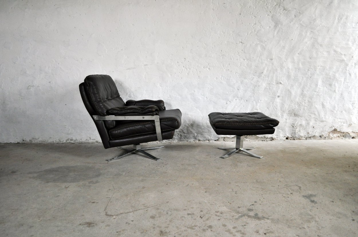 Dunkelbrauner vintage sessel aus leder chrom mit hocker for Sessel mit hocker leder