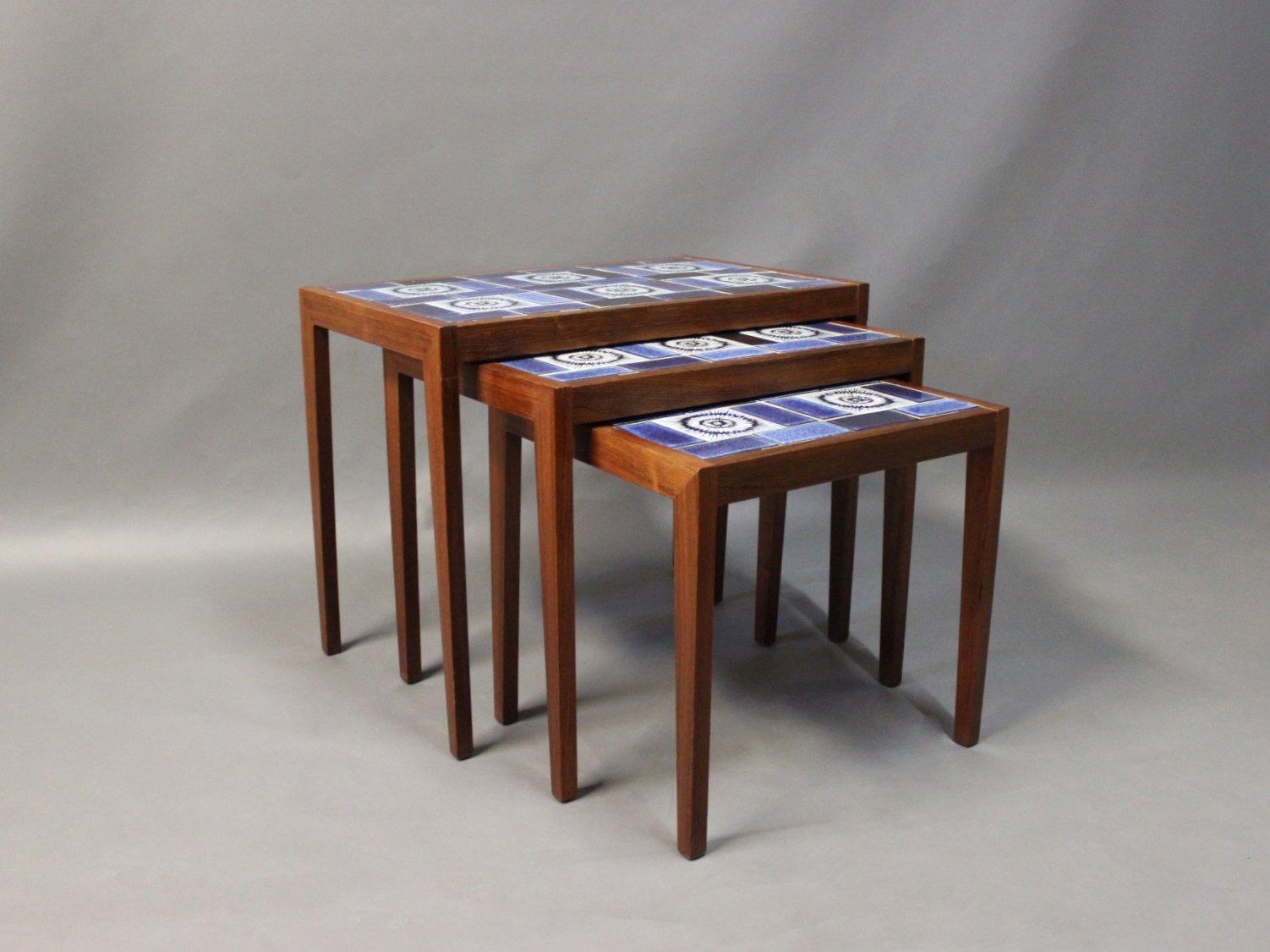 Tavoli a incastro in palissandro con mattonelle di ceramica ...