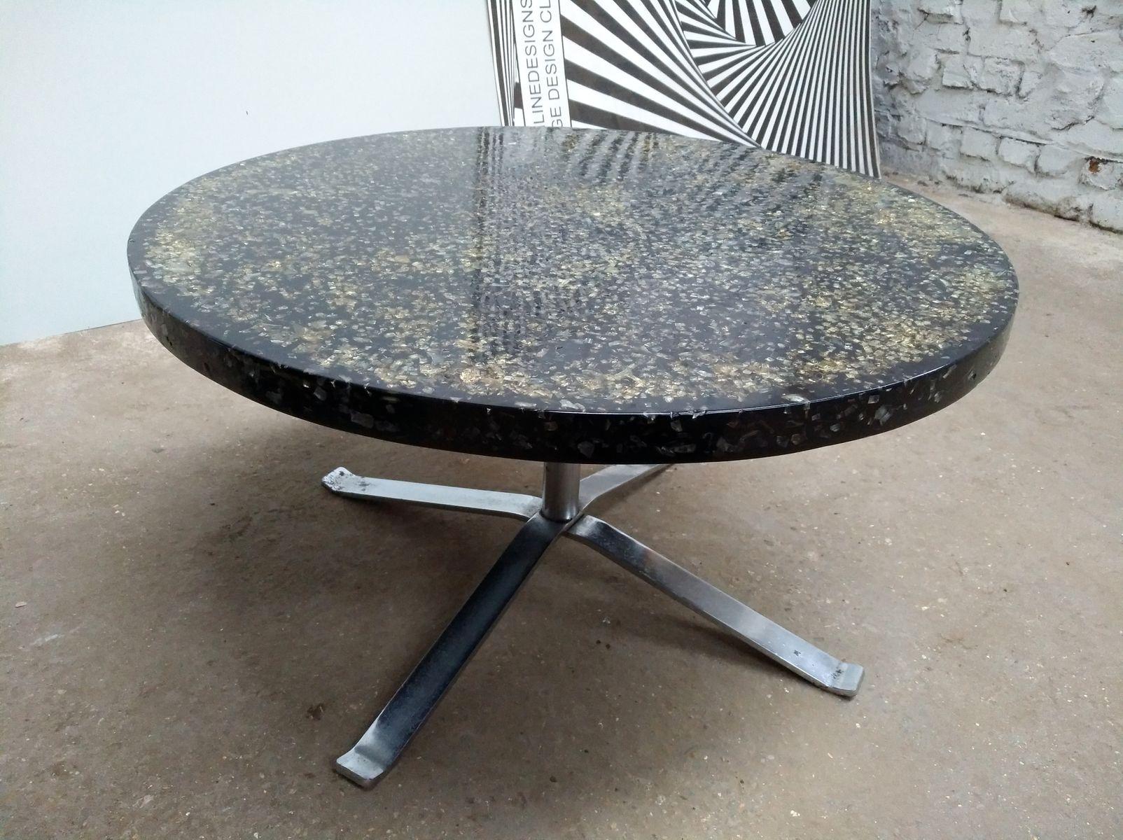Table basse ronde noire en r sine par pierre giraudon - Table basse en resine ...