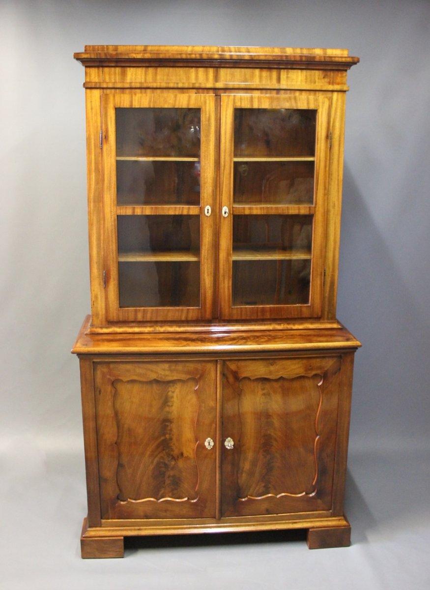 gro er mahagoni glas schrank 1830er bei pamono kaufen. Black Bedroom Furniture Sets. Home Design Ideas