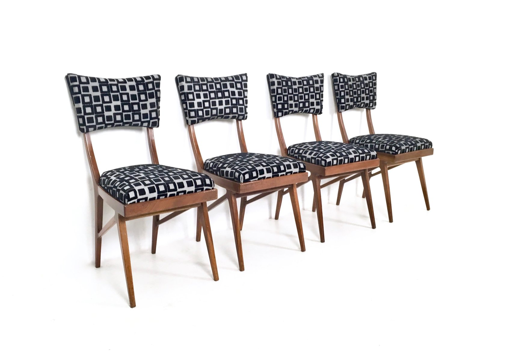 st hle aus mahagoni 1950er 4er set bei pamono kaufen. Black Bedroom Furniture Sets. Home Design Ideas