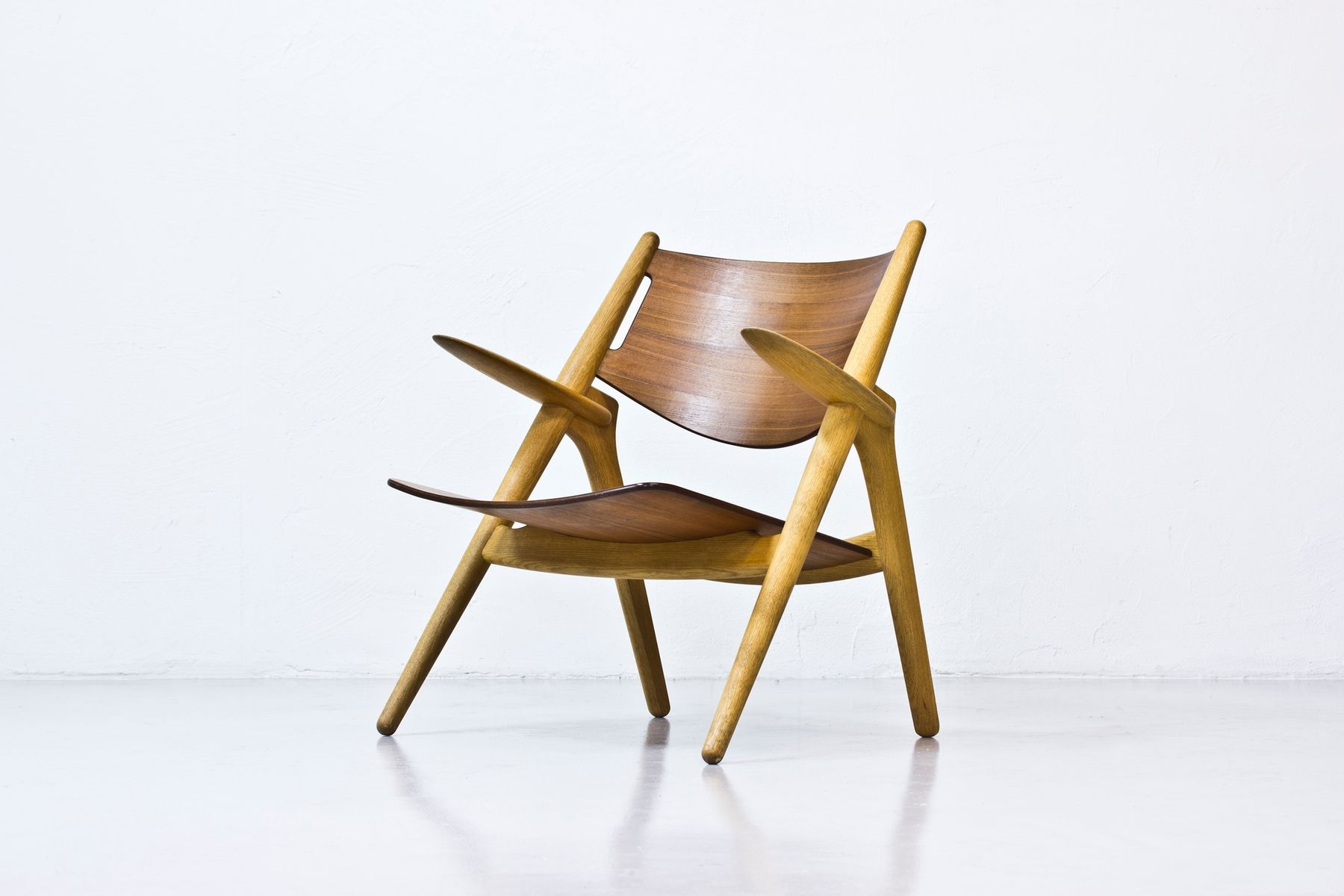 CH 28 Easy Chair by Hans J Wegner for sale at Pamono