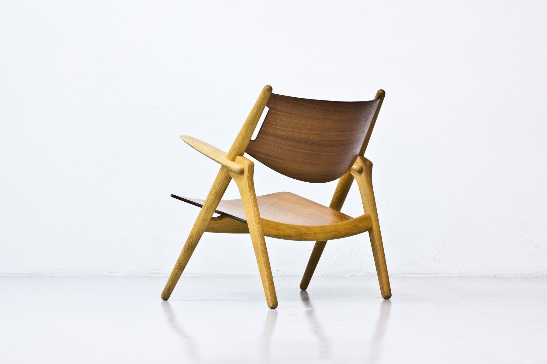 ch 28 easy chair by hans j wegner for sale at pamono. Black Bedroom Furniture Sets. Home Design Ideas