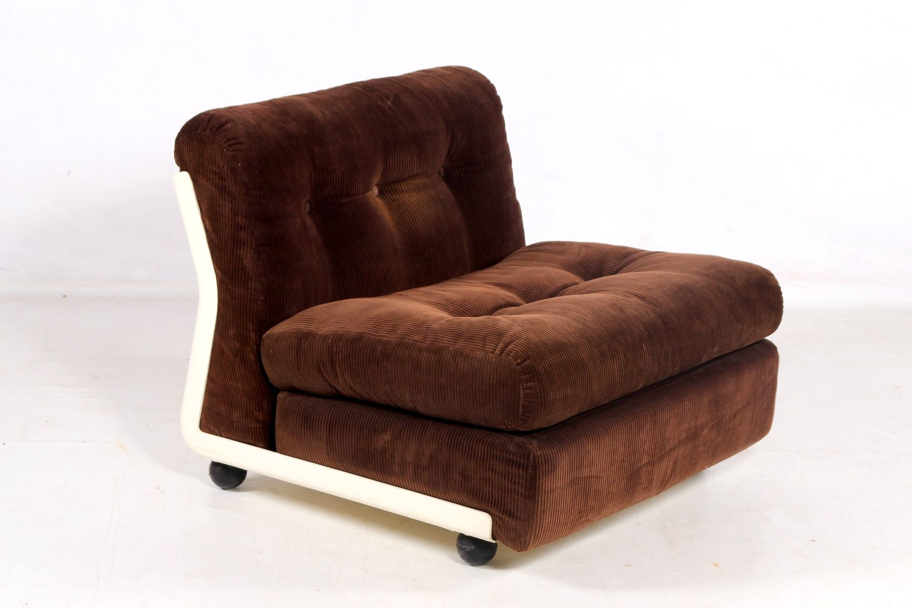 Amanta White Amp Brown Seating Group By Mario Bellini For C