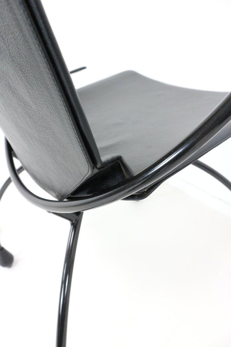 Chaise de salle manger en cuir noir 1980s en vente sur for Chaise de salle a manger en cuir noir
