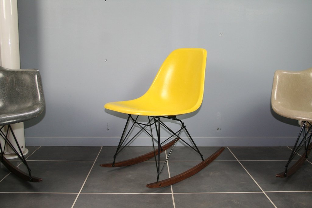 fauteuil bascule jaune par charles ray eames pour. Black Bedroom Furniture Sets. Home Design Ideas
