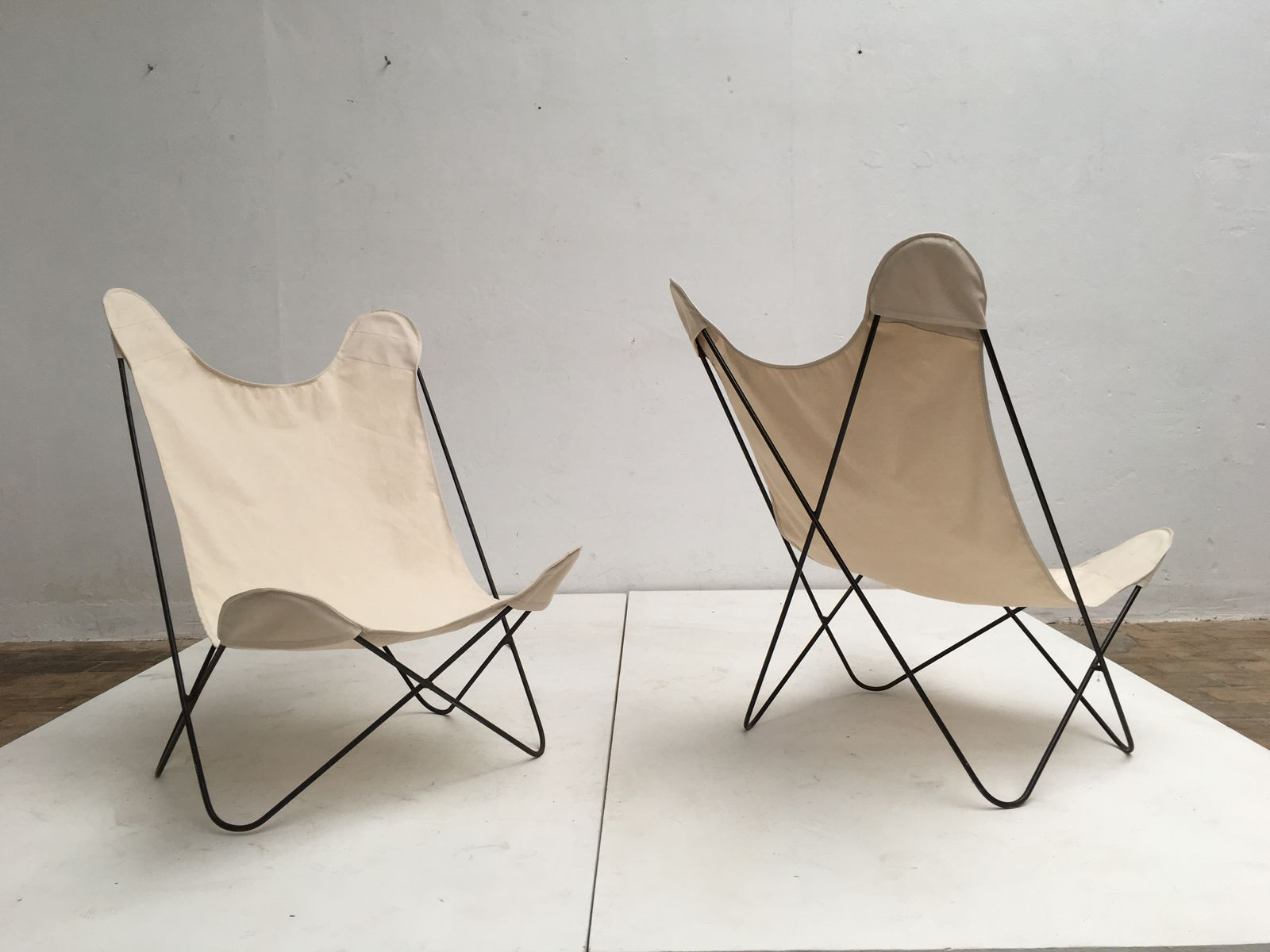 Butterfly chairs - Butterfly Chairs With Canvas Seats By Jorge Ferrari Hardoy 1960s Set Of 2