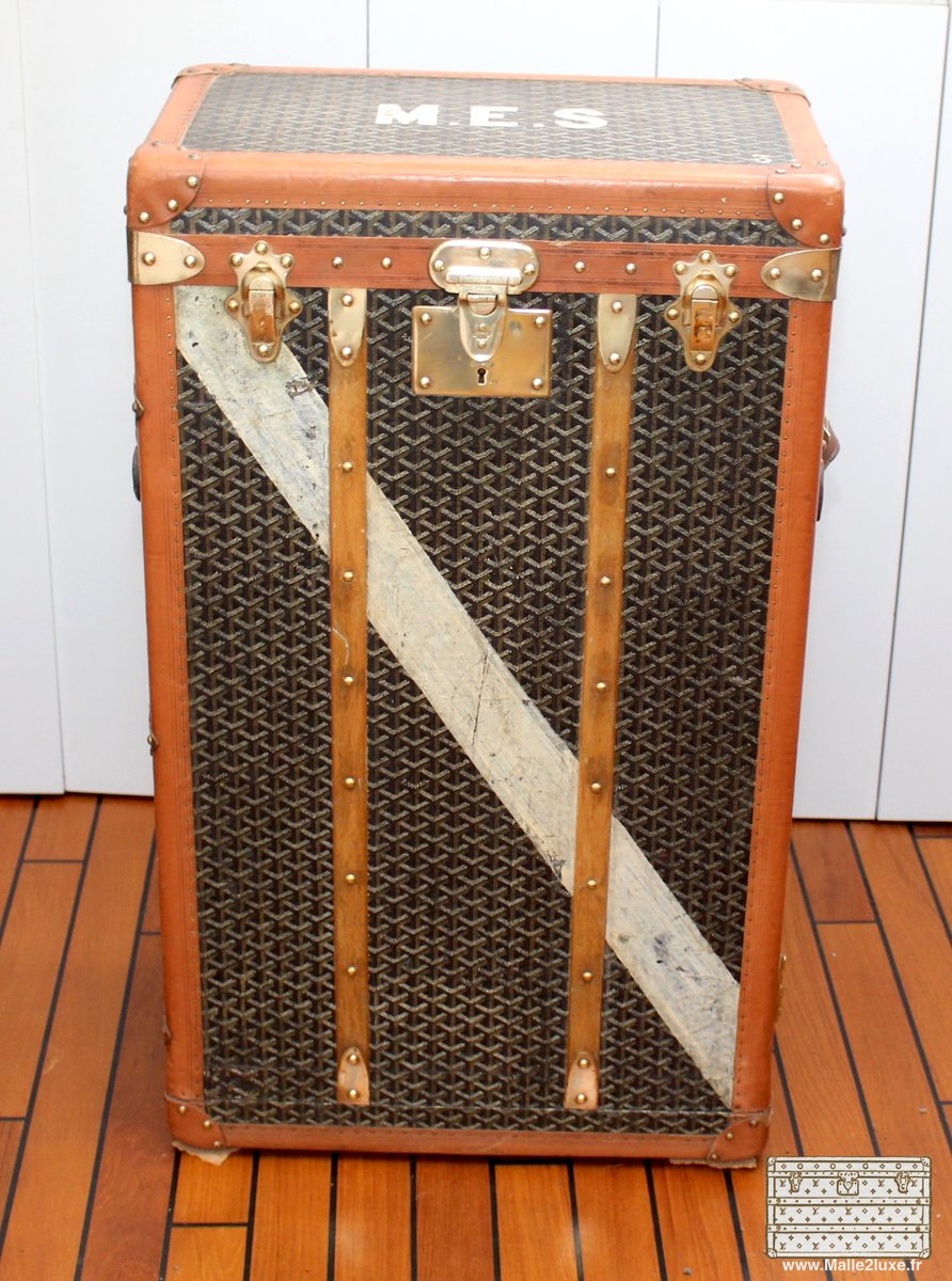 travelling wardrobe trunk from goyard 1910s for sale at pamono. Black Bedroom Furniture Sets. Home Design Ideas