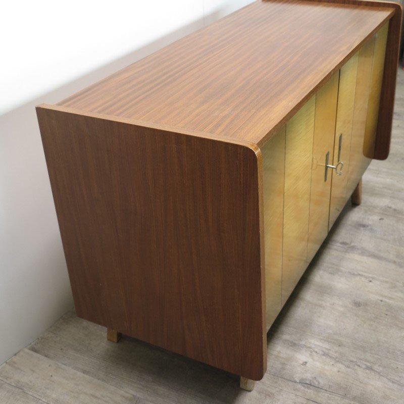vintage holz sideboard mit lagerf chern 1950er bei pamono kaufen. Black Bedroom Furniture Sets. Home Design Ideas