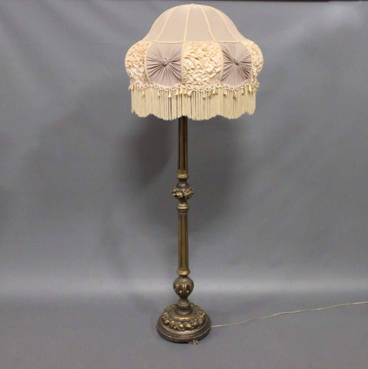 Antique floor lamp in gilded wood 1920s for sale at pamono for 1920 s wood floor lamp