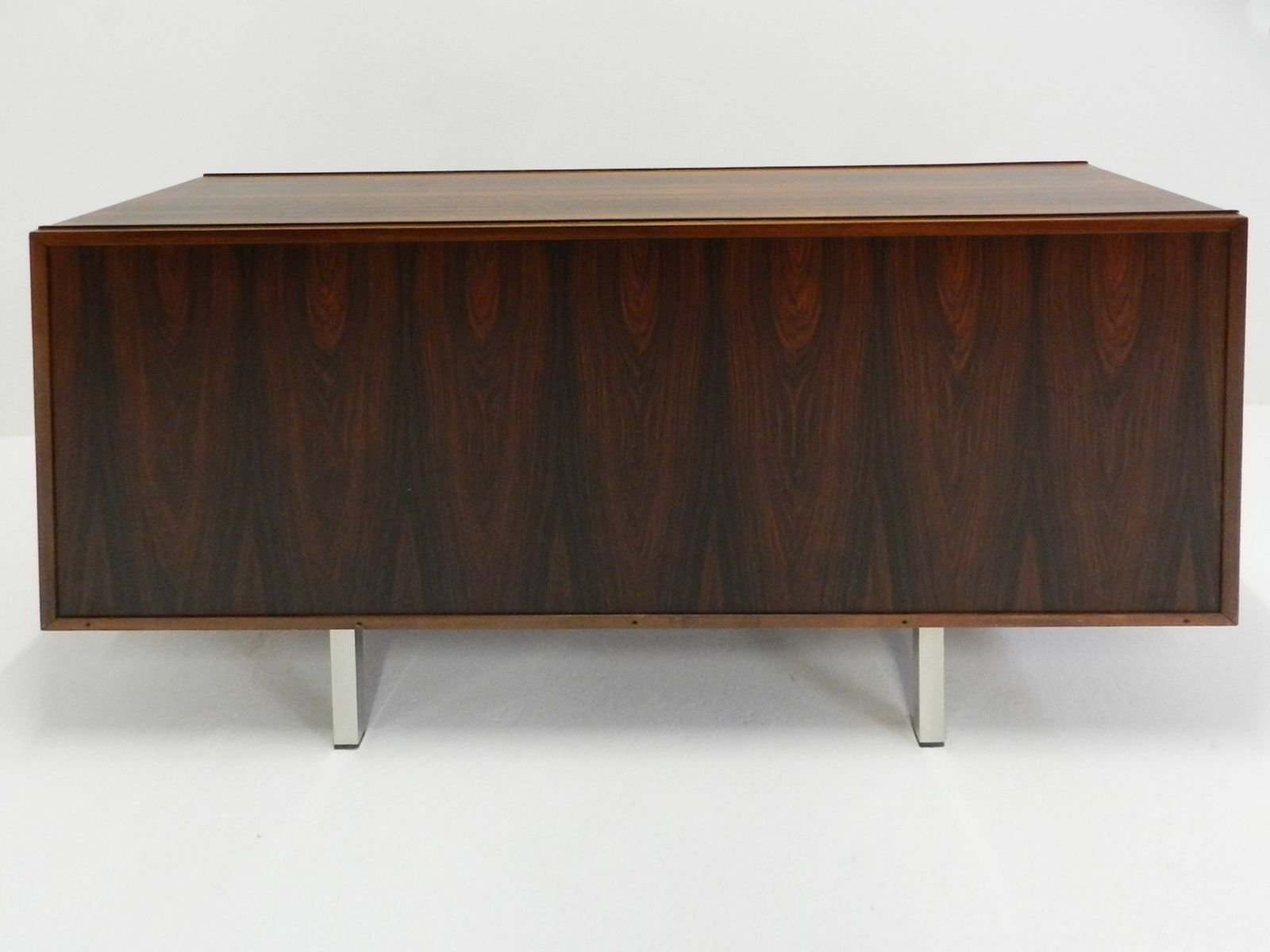 mid century sideboard by osvaldo borsani for tecno for. Black Bedroom Furniture Sets. Home Design Ideas