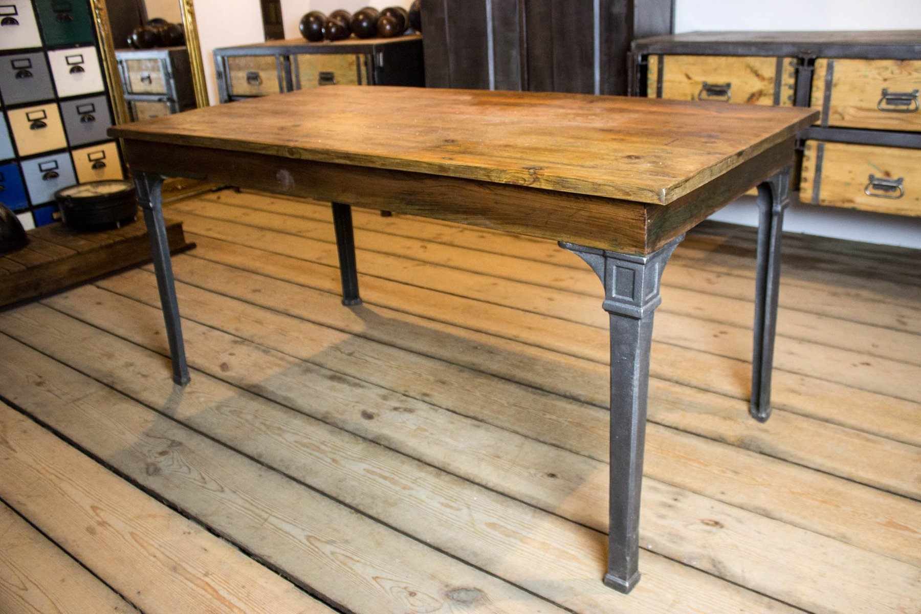 Vintage dining table with cast iron legs for sale at pamono for Old iron table legs
