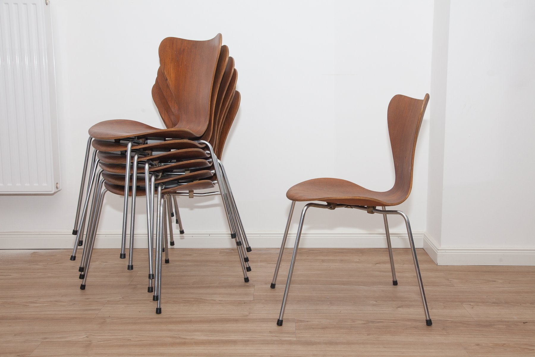 model 3107 teak plywood ant chairs by arne jacobsen for fritz hansen 1960s set of 7 for sale. Black Bedroom Furniture Sets. Home Design Ideas