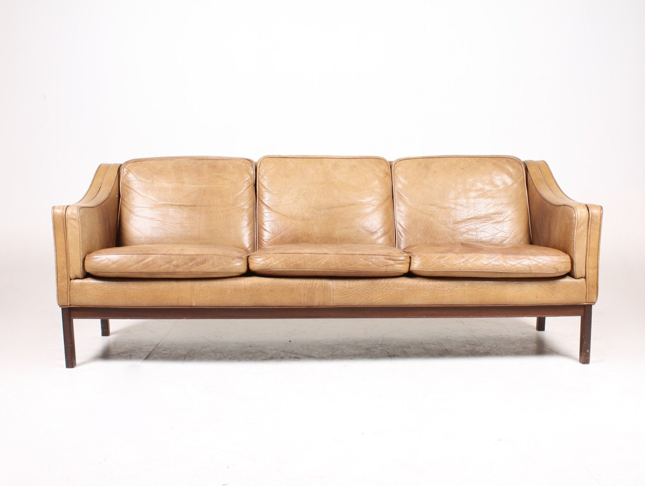 Vintage danish three seater tan leather sofa 1970s for for Danish design sofa