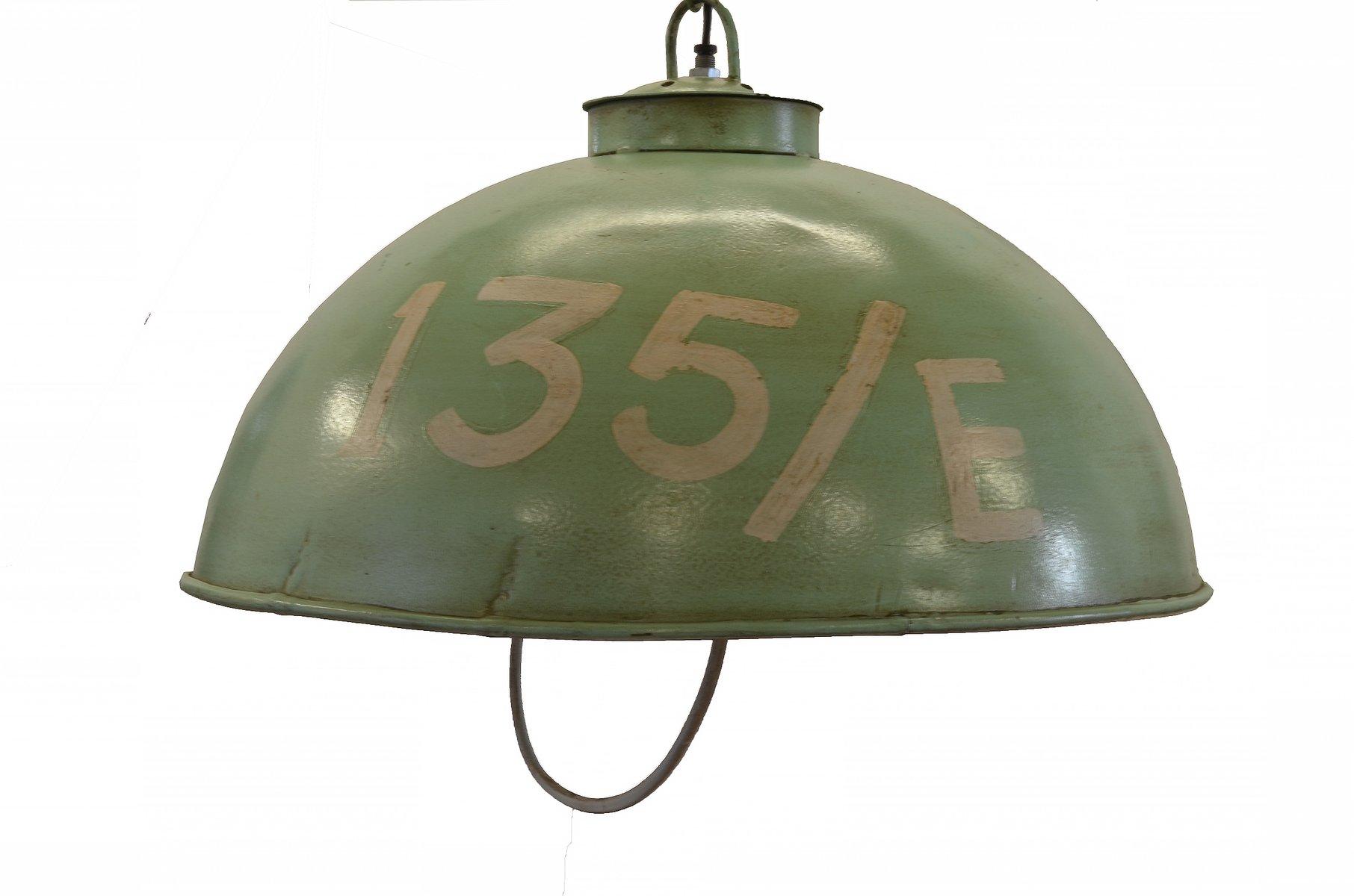industrielle vintage lampe aus den baracken der us army. Black Bedroom Furniture Sets. Home Design Ideas