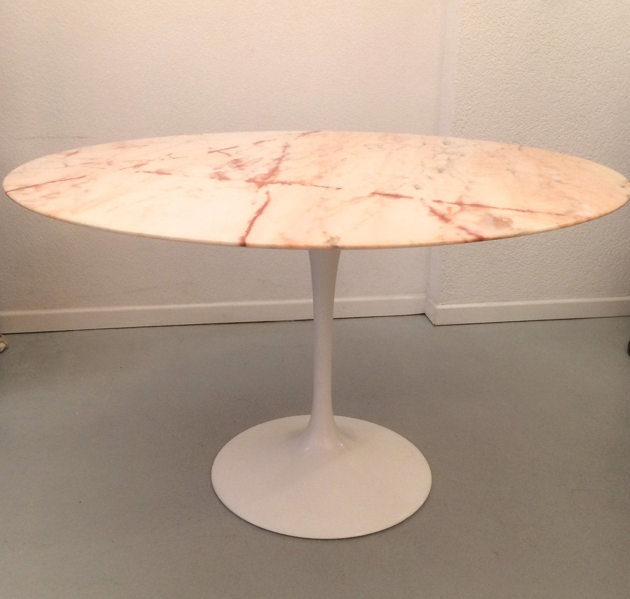 pink marble tulip dining table by eero saarinen for knoll 1970s for sale at pamono. Black Bedroom Furniture Sets. Home Design Ideas