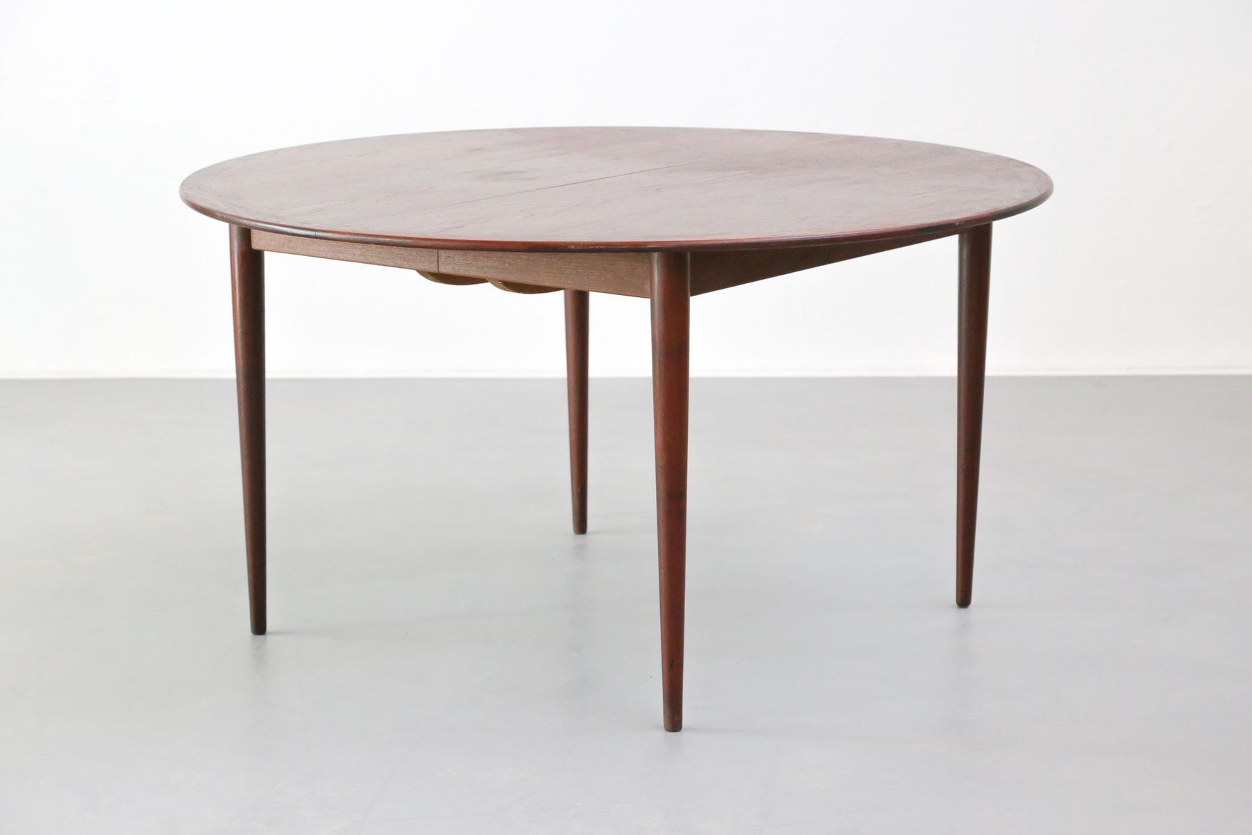 Large round danish dining table 1960s for sale at pamono for Large round dining table