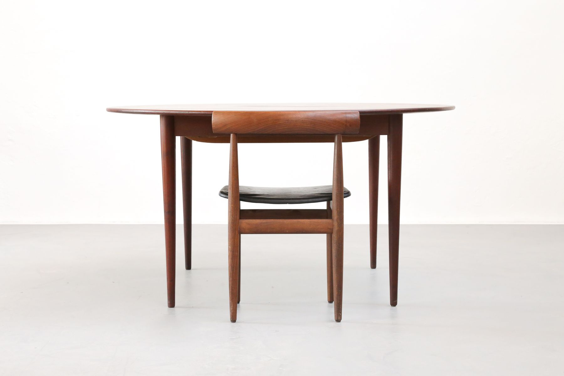 Large round danish dining table 1960s for sale at pamono Large round dining table