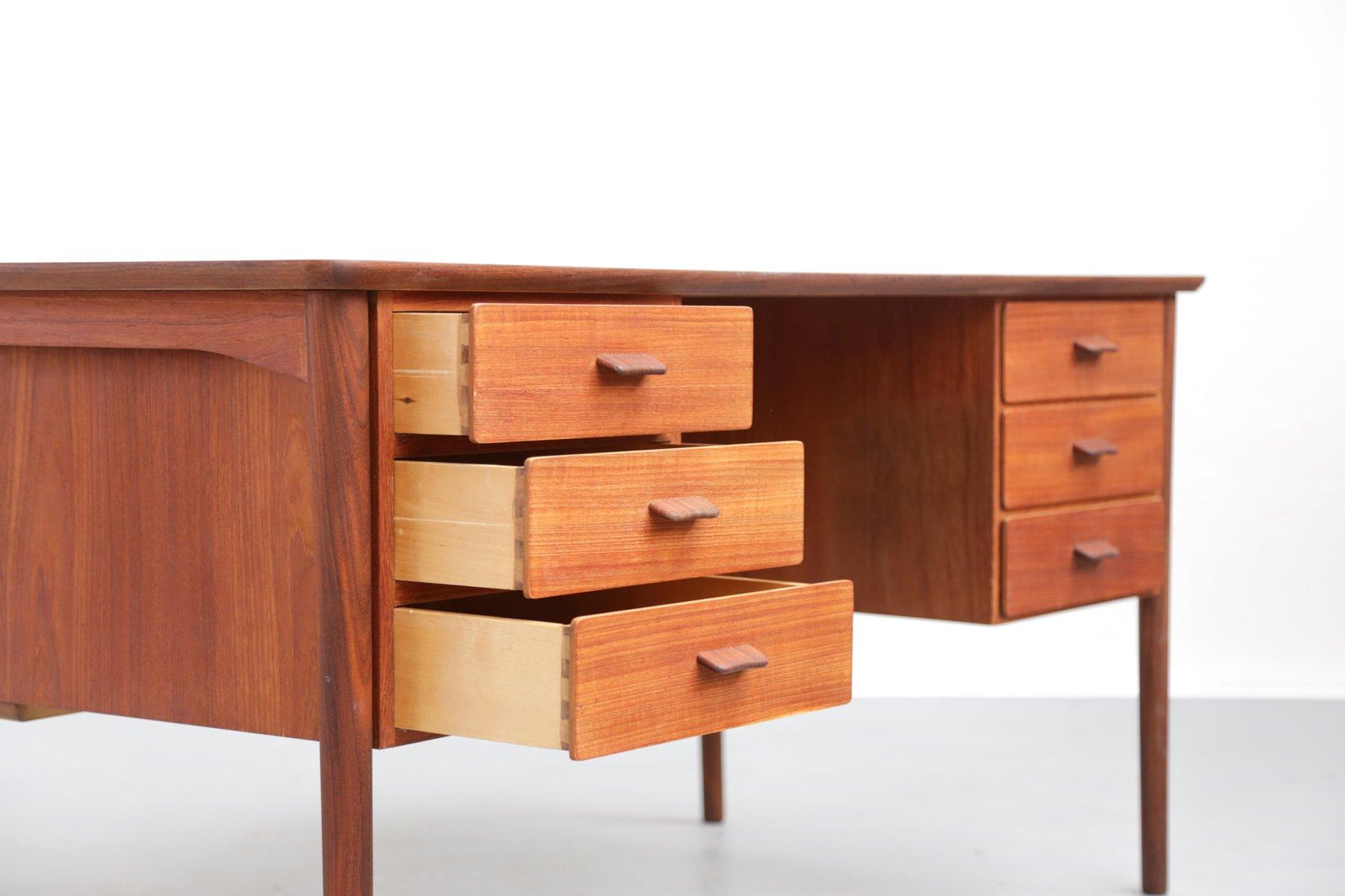 vintage teak schreibtisch im skandinavischen stil bei. Black Bedroom Furniture Sets. Home Design Ideas